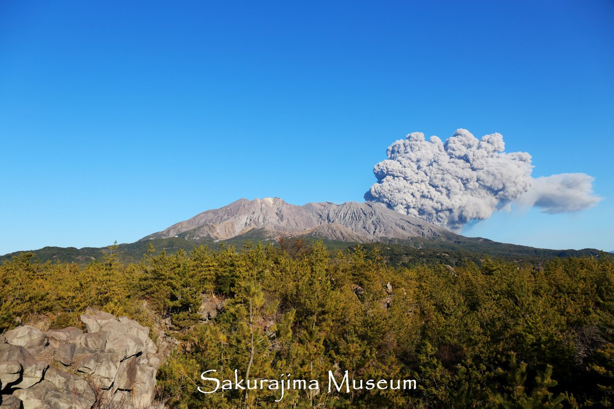 http://www.sakurajima.gr.jp/item-images/20150214-eruption.jpg