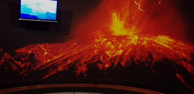 大迫力200インチの大型スクリーンで生きた桜島の魅力をご紹介